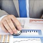 Nových klientů stavebních spořitelen přibývá, končících smluv jevšak více
